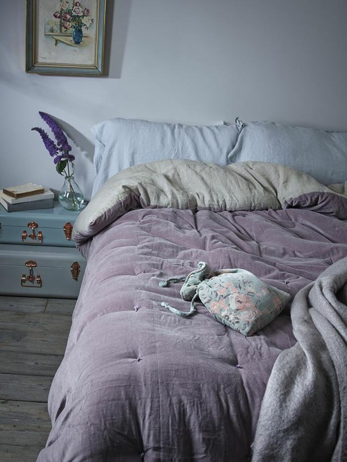 couleur parme chambre id e inspirante pour la conception de la maison. Black Bedroom Furniture Sets. Home Design Ideas