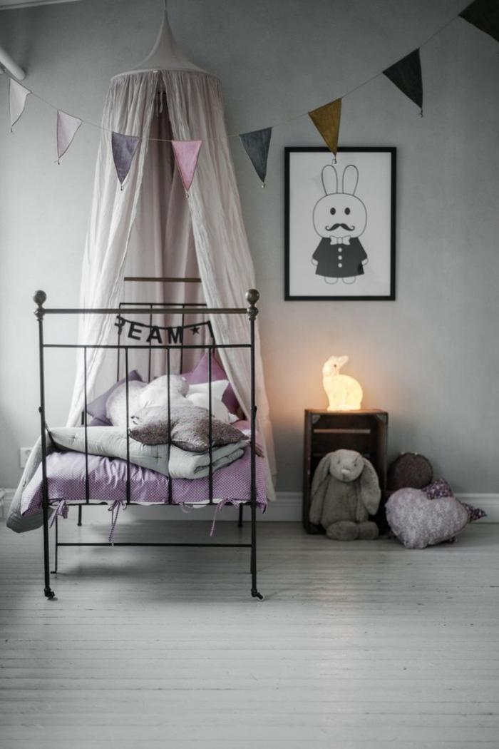 couleur-parme-violet-couleur-idées-déco-salon-violet-chambre-d-enfant