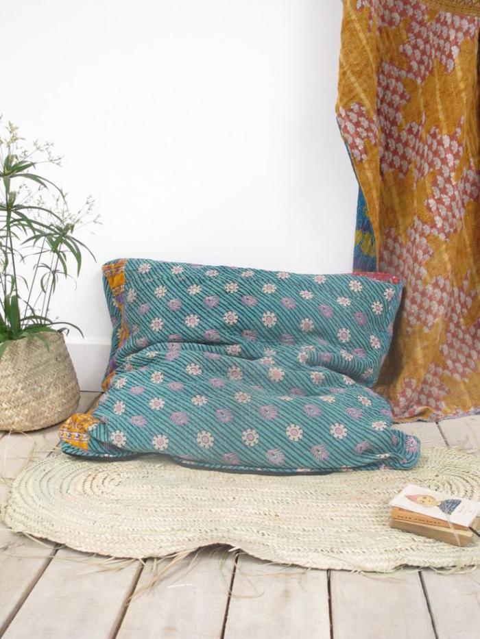 coussins-de-sol-confort-et-touches-de-couleurs-à-la-maison