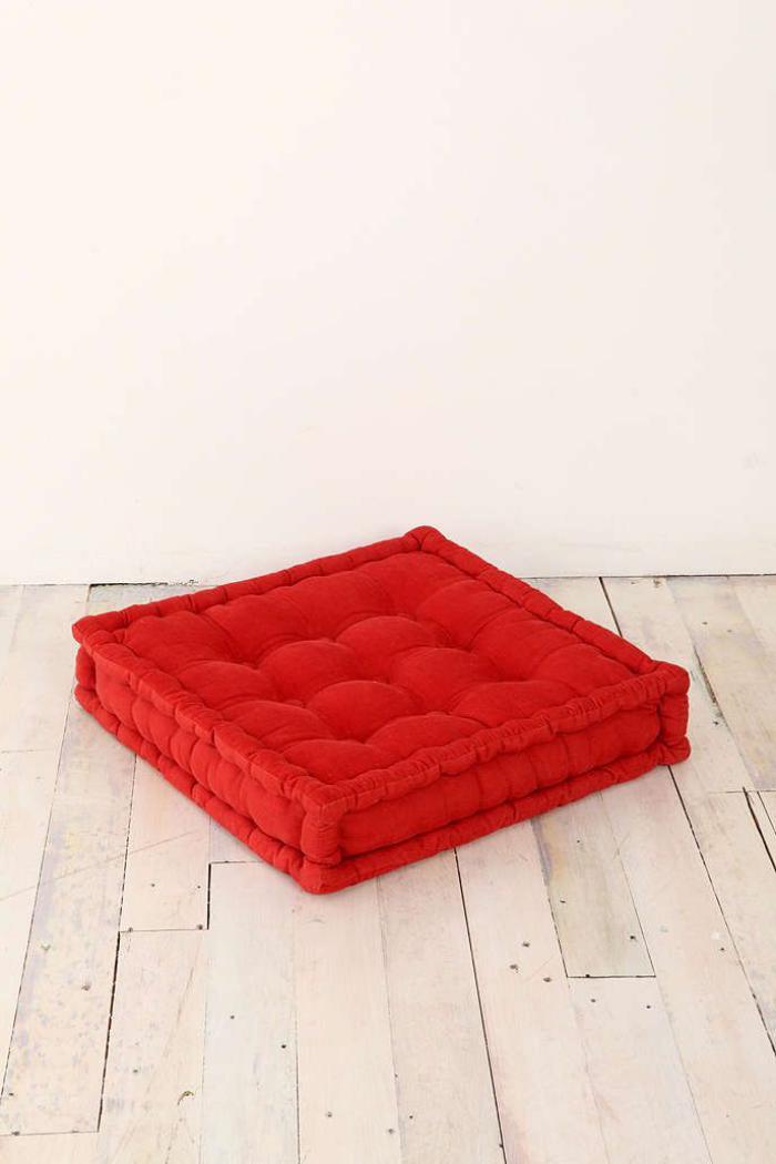 coussins de sol, coussin rouge capitonné