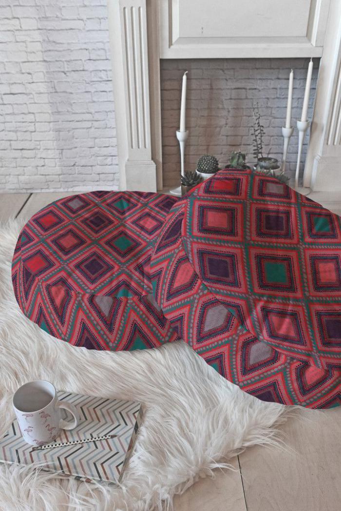 coussins-de-sol-fantastiques-motifs-bariolés