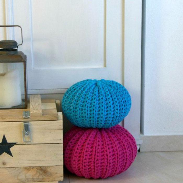 coussins-de-sol-poufs-crochetés-rose-et-bleu-ciel