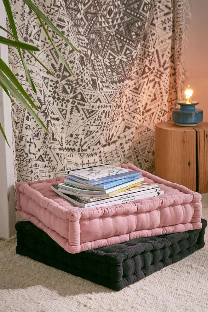 coussins-de-sol-tapisserie-murale-et-déco-avec-lampe
