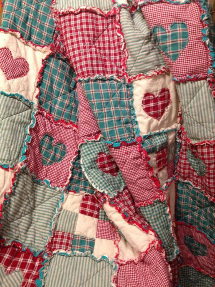 couverture-patchwork-dessus-de-lit-en-couleurs-douces