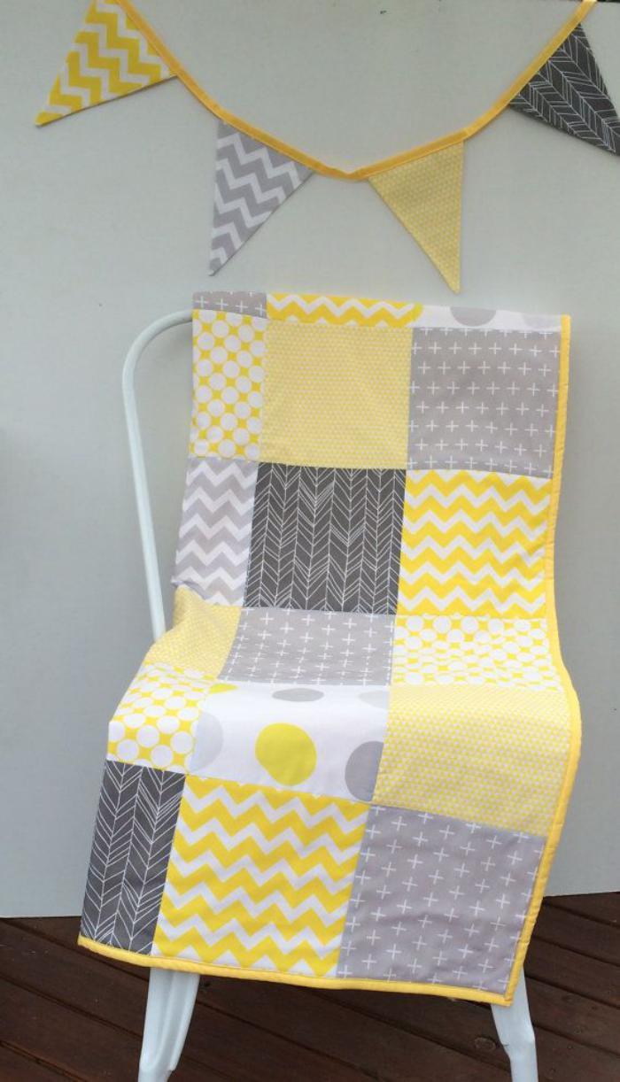 couverture-patchwork-en-gris-et-jaune-beau-plaid