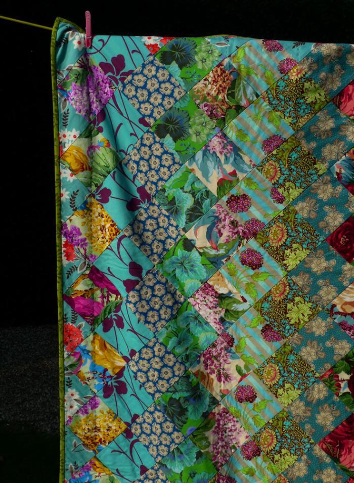 couverture-patchwork-fantastique-motifs-floraux