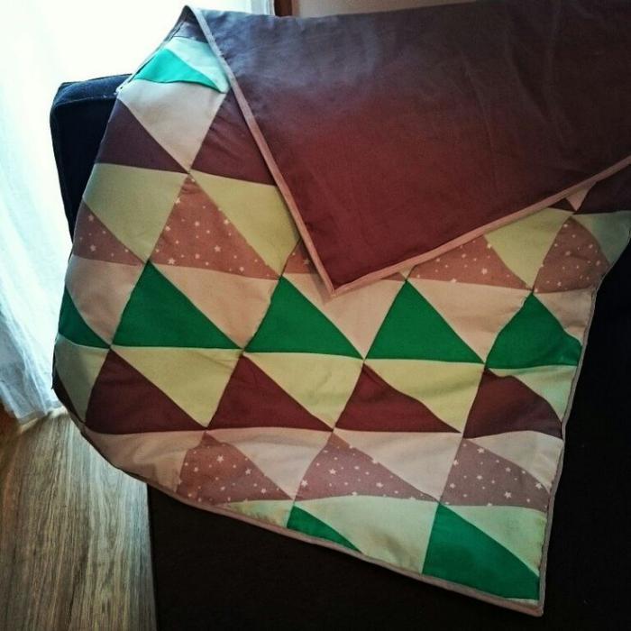 couverture-patchwork-plaid-en-textile-moelleux