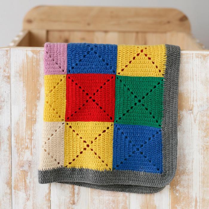 couverture-patchwork-tricotée-couleurs-vives-plaid-enfant