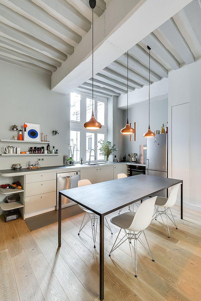 cuisine-scandinave-trois-lampes-suspendues-cuivrées-plafond-loft