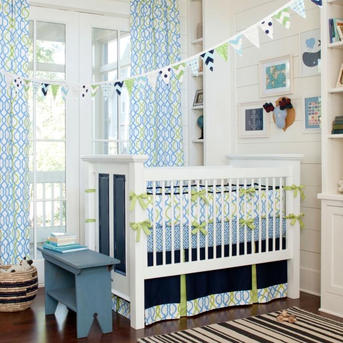 déco-chambre-bebe-lit-linge-de-lit-bébé-pas-cher-bleu