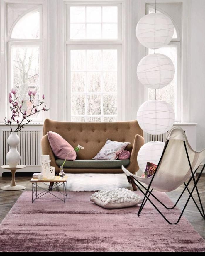 déco-salle-de-séjour-en-violet-claire-couleur-parme-tapis