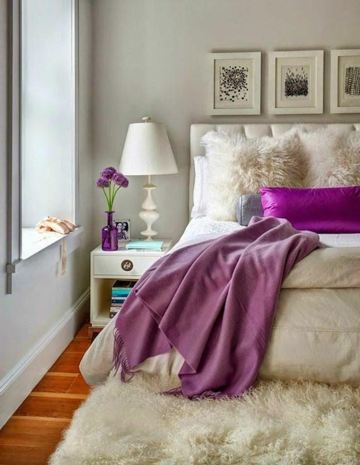 déco-salle-de-séjour-en-violet-claire-couleur-parme-violet-coucher-lit