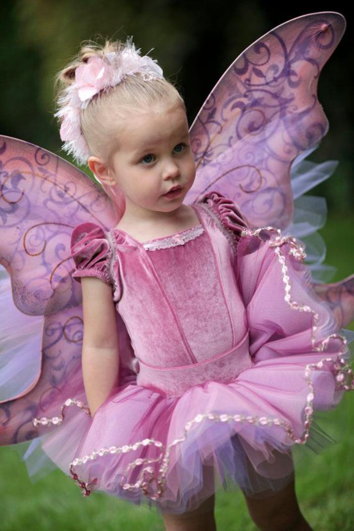 déguisement-fée-clochette-petite-princesse-habillée-comme-tinkerbell