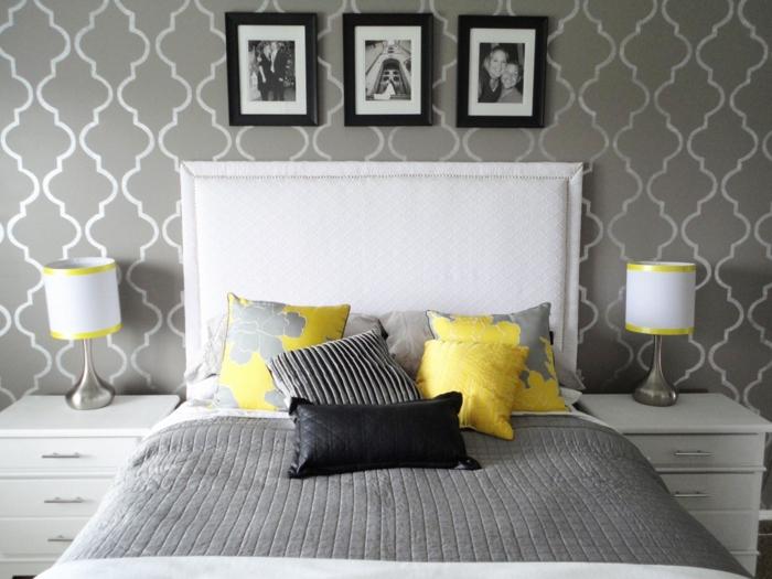 détails-colorés-dans-la-chambre-à-coucher-coussinettes-jaunes-lit