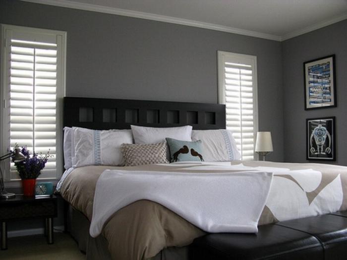 détails-colorés-dans-la-chambre-à-coucher-lit-classique