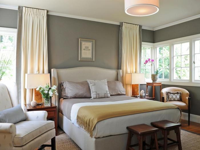 deco-belle-chambre-gris-avec-détail-choc-couleur-orchidée