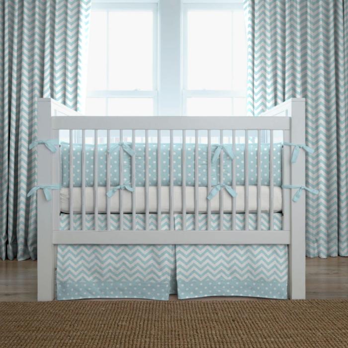 deco-idée-chambre-bébé-fille-linge-de-lit-bébé-fille-bleue