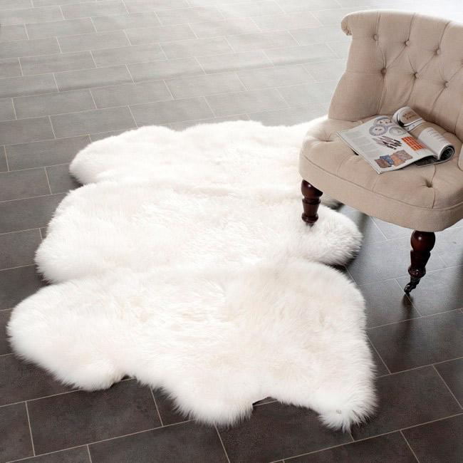 design-d-interieur-salle-de-sejour-blanche-tapis-shaggy-fur-blanc