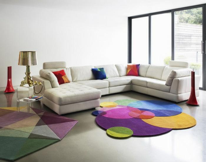 design-tapis-pour-salon-moderne-intérieur-contémporaine-vaste-canape-d-angle-tapis-ronde-coloré-originale
