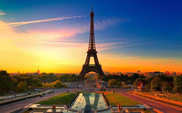 Se balader à Paris destination-balades-a-paris-visiter-balades-dans-paris-belle-toure-effeil-au-couche-de-soleil
