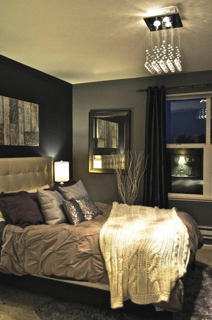 elegante-chambre-a-coucher-grise-avec-tete-de-lit-captionnée-en-cuir-gris-clair-et-murs-gris