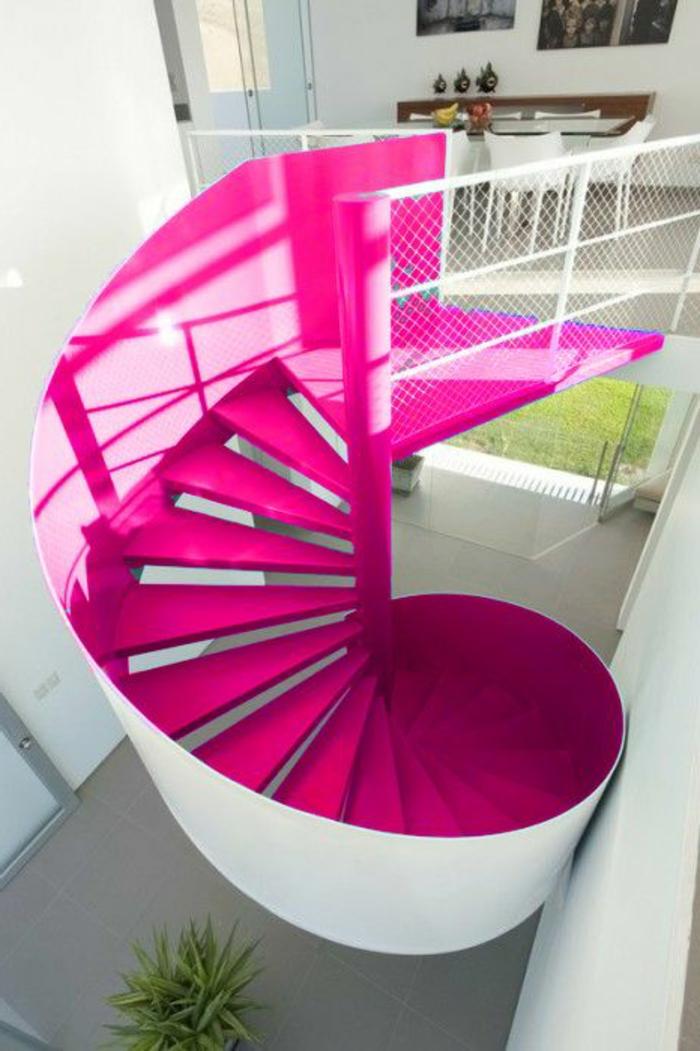 escalier-quart-tournant-rose-pour-l-interieur-moderne-escalier-rose-tournant-sol-gris