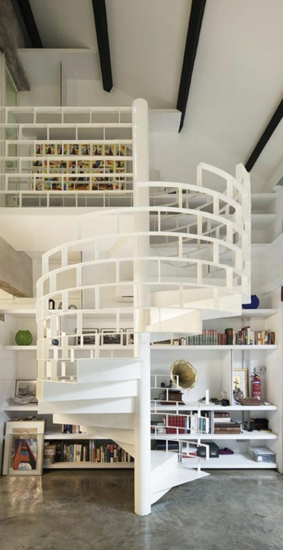 escalier-tournant-blanc-pour-la-maison-d-esprit-loft-avec-plafond-blanc