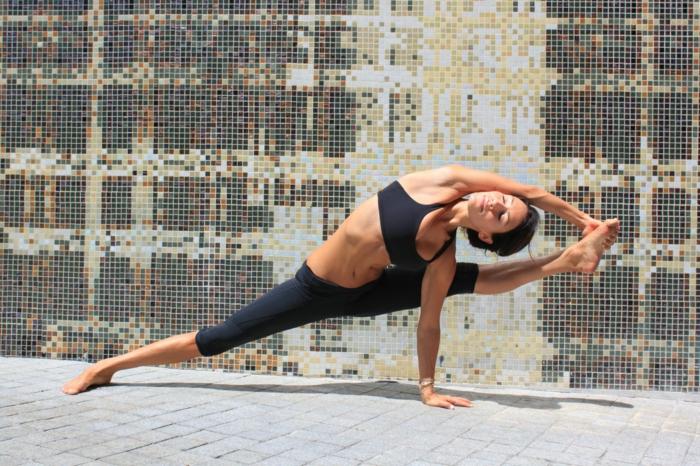 exercice-de-yoga-pilates-exercices-pratiques-à-la-yoga