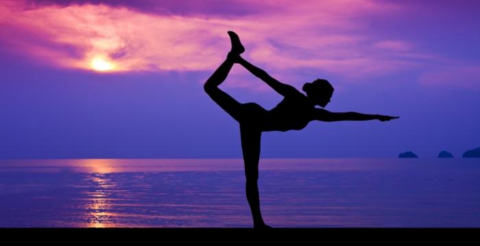 exercice-de-yoga-pilates-exercices-pratiques-âme-coucher-du-soleil