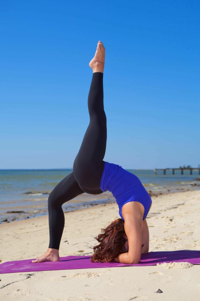 exercice-de-yoga-pilates-exercices-pratiques-âme-femme-jolie-et-capable