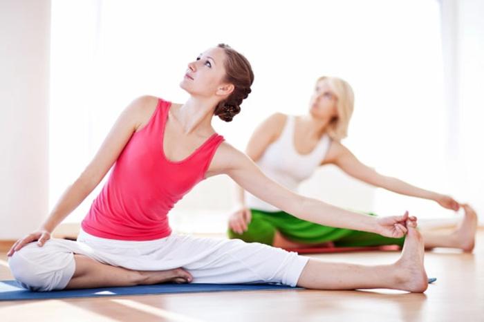 exercices-yoga-postures-de-yoga-sport-et-philosophie-en-tranquillité