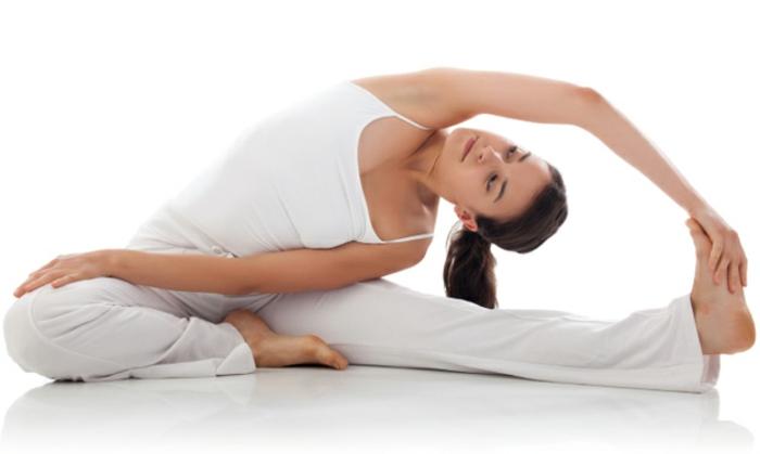 exercices-yoga-postures-de-yoga-sport-et-philosophie-se-sentir-bien