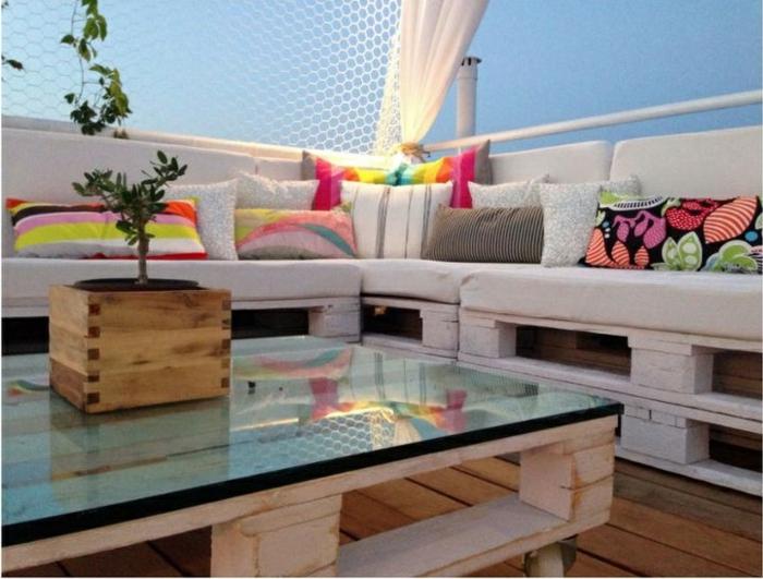 extérieur-meubles-en-palettes-idée-design-vue-belle-du-balcon