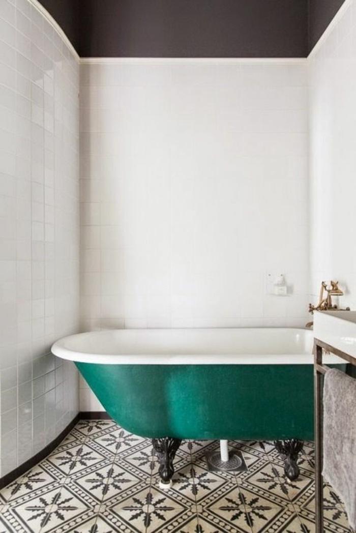 Vous cherchez des id es pour un carrelage noir et blanc for Carrelage salle de bain bleu et blanc