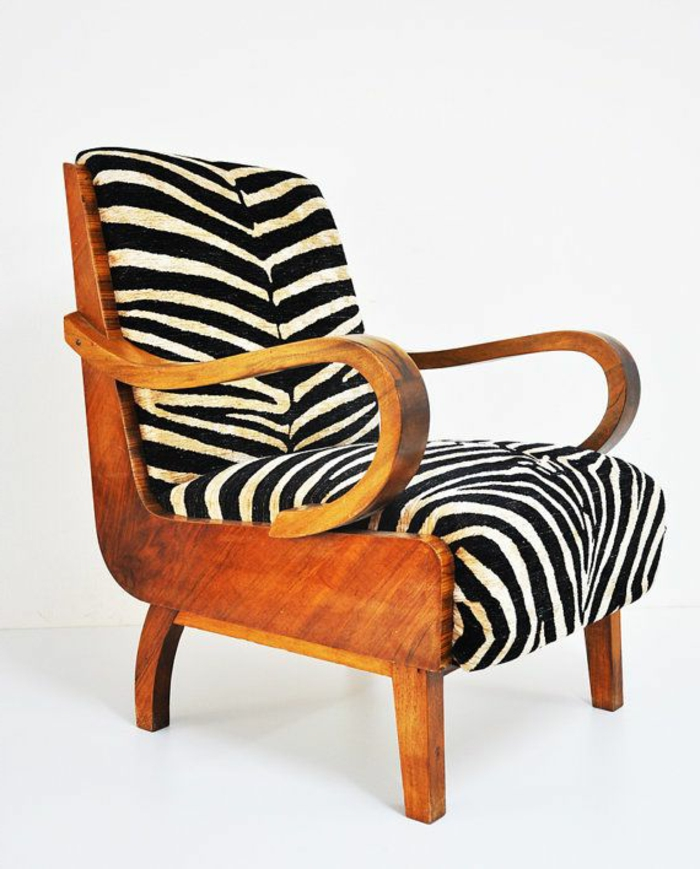 fauteuil-zèbre-blanc-et-noir-pour-les-gens-qui-aimen-les-tendances-d-interieur