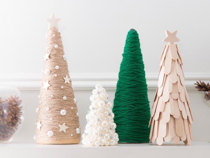 figurines de mini sapin de noel en cône de papier avec batonnets de glace, laine et perles artificielles, bricolage de noel