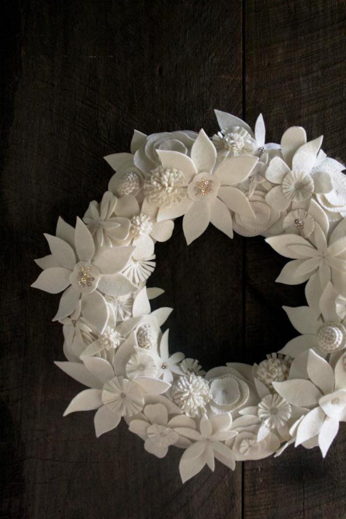 fleurs-en-feutrine-belle-couronne-blanche