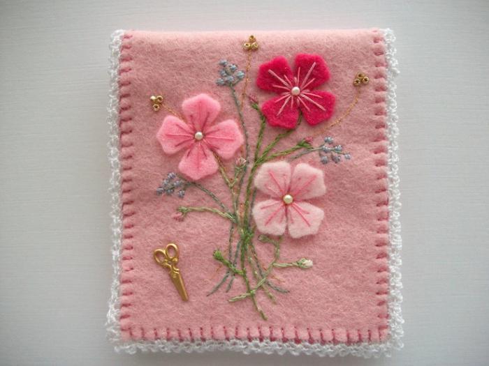 fleurs-en-feutrine-comment-décorer-sa-demeure-avec-textile-coloré