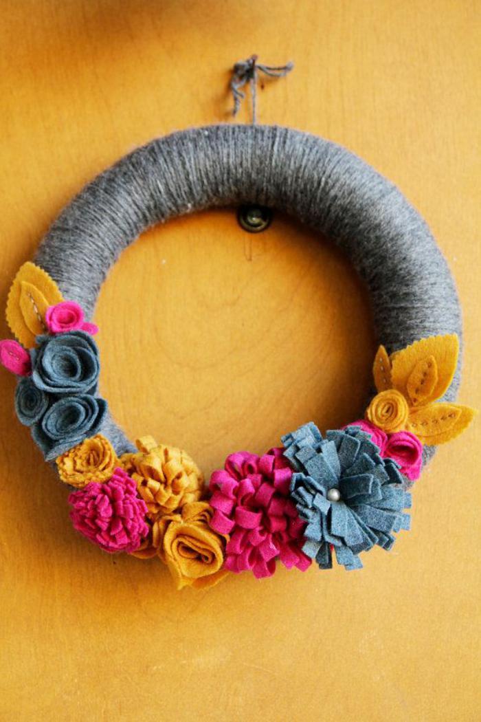 fleurs-en-feutrine-couronne-de-fleurs-colorées