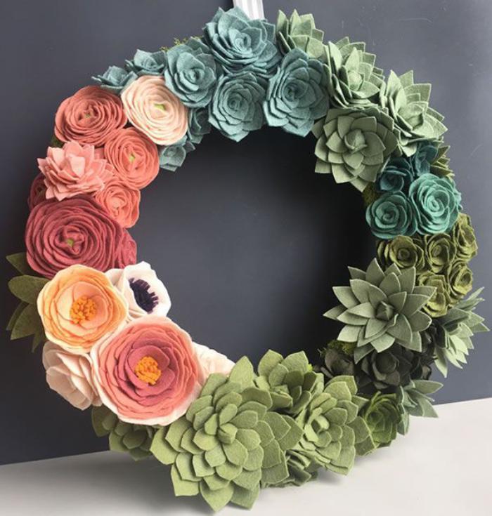 fleurs-en-feutrine-couronne-de-fleurs-feutrées