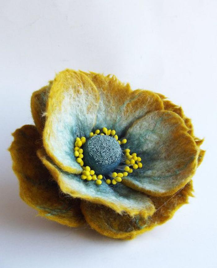 fleurs-en-feutrine-fleur-épanouie-en-jaune-et-vert