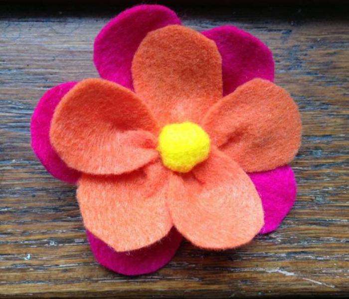 essayez les fleurs en feutrine une jolie d coration pour. Black Bedroom Furniture Sets. Home Design Ideas