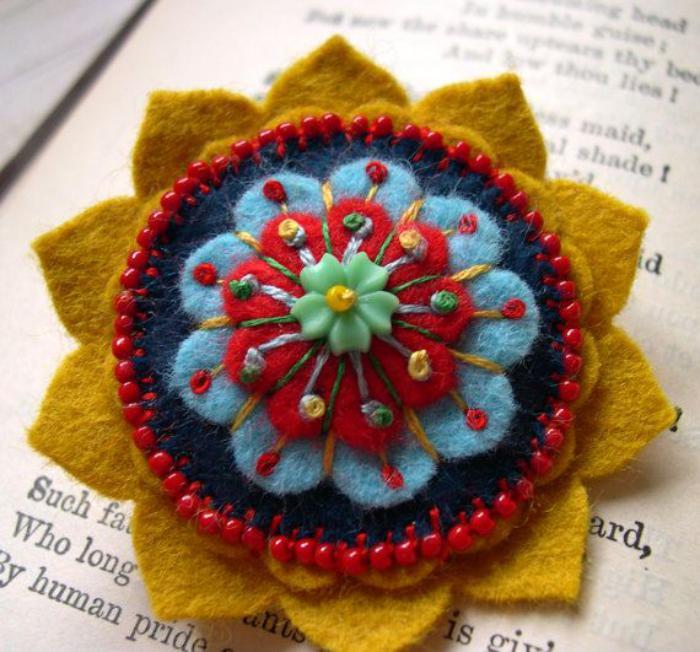 fleurs-en-feutrine-fleur-multicolore-laine-colorée