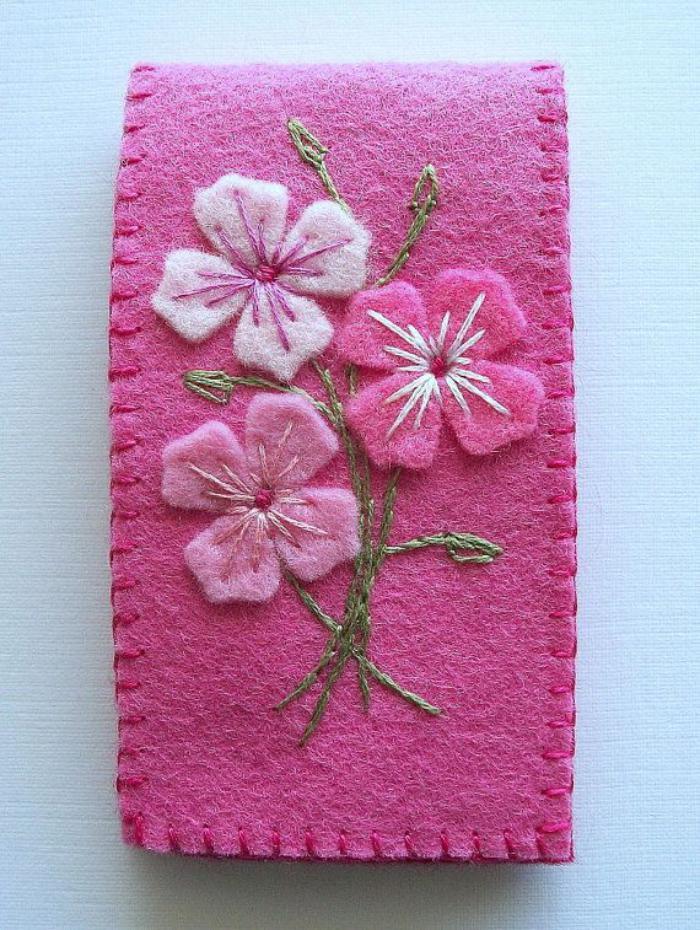 fleurs-en-feutrine-fleurs-broderie-rose