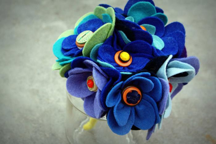 fleurs-en-feutrine-joli-bouquet-bleu