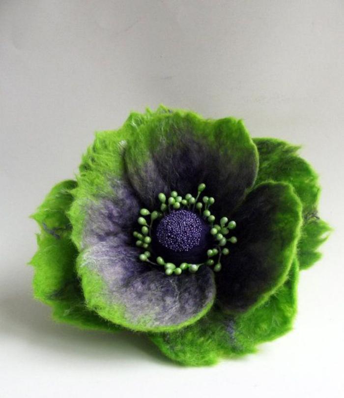 fleurs-en-feutrine-jolie-fleur-épanouie