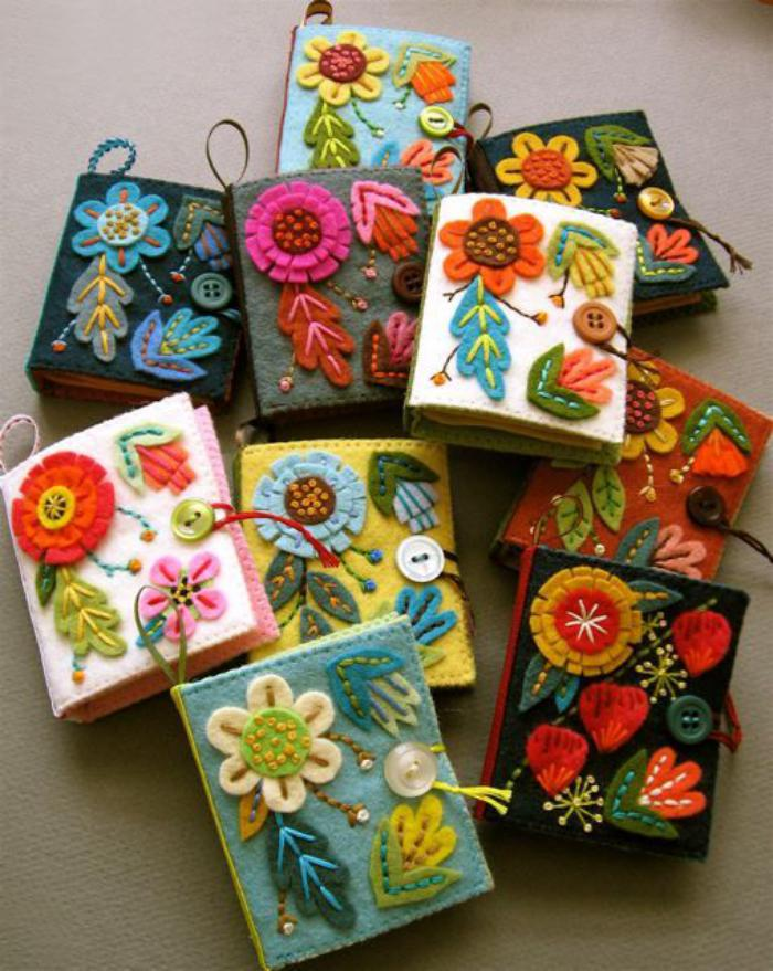 fleurs-en-feutrine-revêtement-de-livres