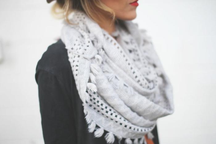 hiver-dans-la-chaleur-de-votre-écharp-stylé-gris