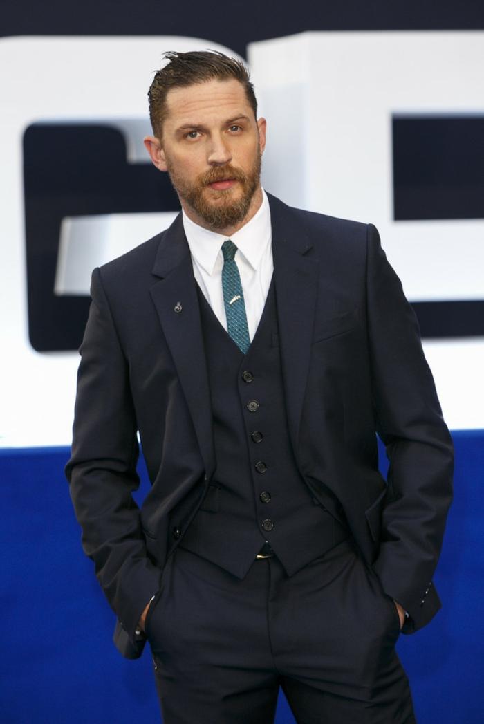 homme-élégant-noeud-cravate-idée-comment-s-habiller-bien