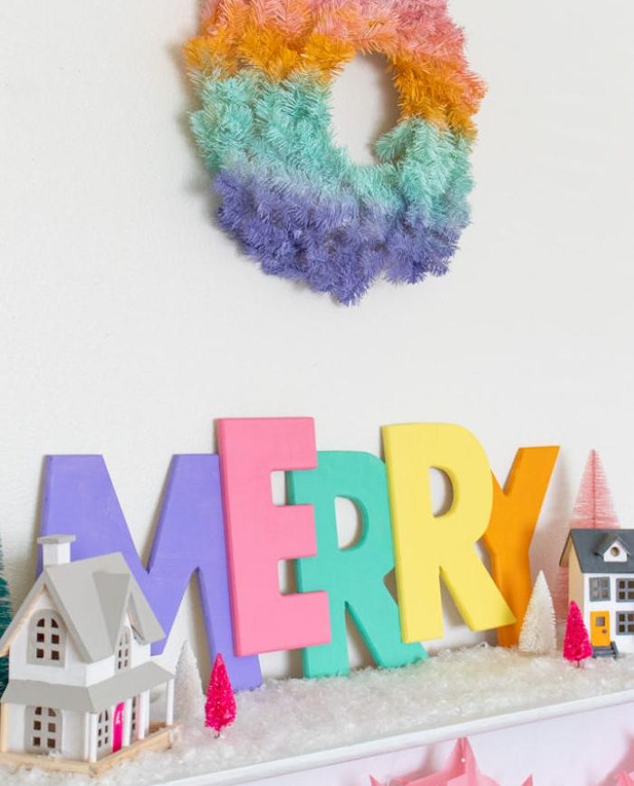 lettres decoratives en bois repeintes de peinture de couleurs variées, deco de noel en bois a faire facilement